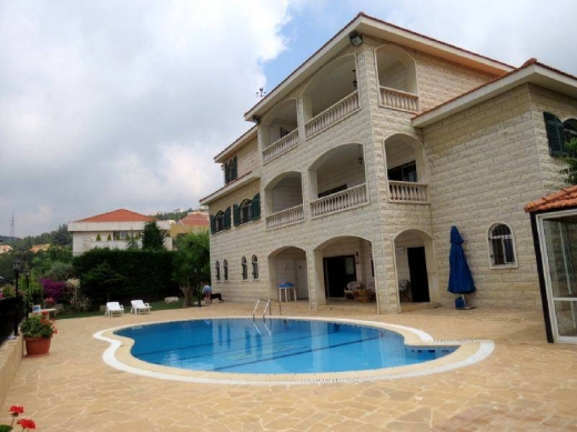 For Sale in Ain Aar - Ref V.12 Ain Aar  1,340 m2 villa for sale in Ain Aar.