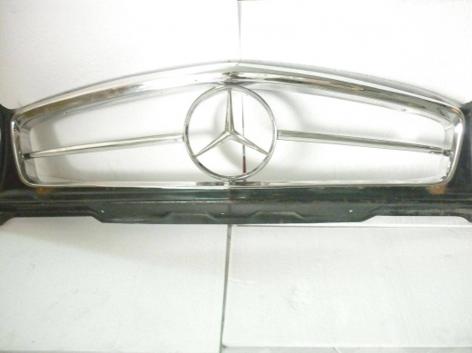 Car Parts & Accessories in Al Dahye - Mercedes Benz W113 Grill