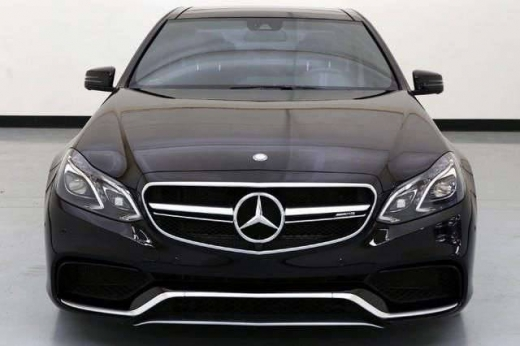 Cars in Aicha Bakkar - 2015 Mercedes-Benz E63 AMG S-Model 4MATIC