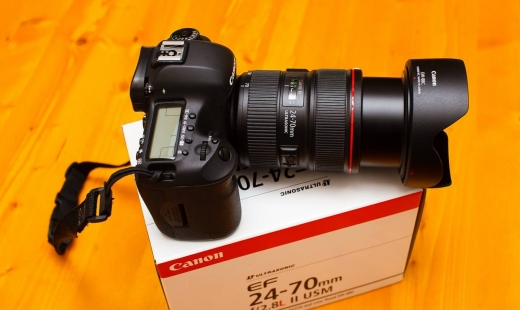 Cameras, Camcorders & Studio Equipment in Ain Mouaffaq - Canon EOS 5D III Kit: DSLR Camera +EF 24-105mm f/4L IS USM Lens.