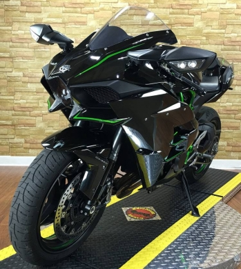 Motorbikes & Scooters in Ejbeh - 2015 Kawasaki Ninja H2 in mint condition.CONTACT ME ON WHATSAPP VIA: +447447243805.