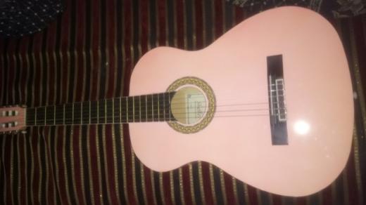 Guitars in Chiyah - غيتار اكوستيك لون زهر، مستخدم لمدة شهر للتعلم