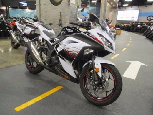 Motorbikes & Scooters in Al hoch - 2014 Kawasaki Ninja 300 SE