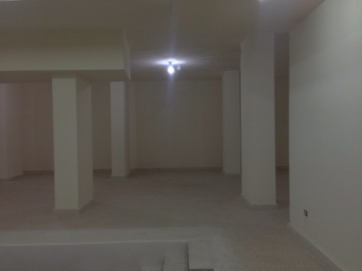 Shop in Mar Elias - showroom for rent in Mar Elias 900 sqm