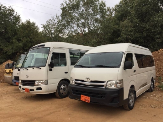 Vans in Jdaide - Toyota Full option High Roof Van
