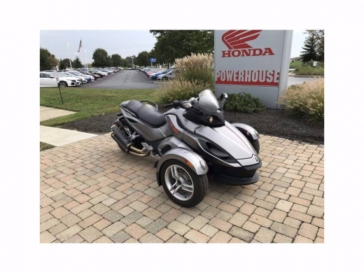 Motorbikes & Scooters in Ablah - 2016 HONDA cam am spyder,