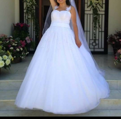Clothes, Footwear & Accessories in Kahaleh - Second hand Wedding Dress