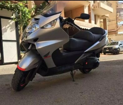 Motorbikes & Scooters in Mount Lebanon - Silver wing 600cc 2010