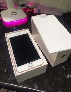 Phones, Mobile Phones & Telecoms in Abboudiyeh - Clean Apple iphone 8 128GB UNLOCKED