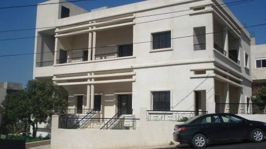 "Whole building in Damour - مبنى مستقل على حديقة مغلقة. إقامة هادئة جدا""."