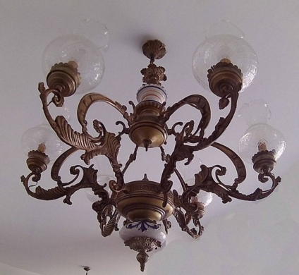 Other Goods in Hazmieh - Antique chandelier