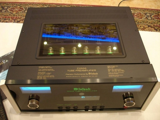 Audio & Stereo in Aicha Bakkar - MCINTOSH C2500 PREAMPLIFIER