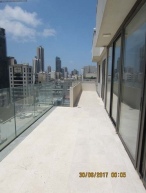 Apartment in Beirut - Rooftop with open view for sale Mar Metr Achrafieh 350,000$
