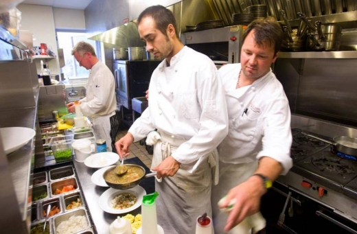Travel, Overseas & Work Abroad in Beirut City - Chefs and Cooks Urgently Needed
