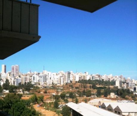 Apartment in Furn Al Chebak - شقة للاجار ، موقع لا يحجب .فرن الشباك