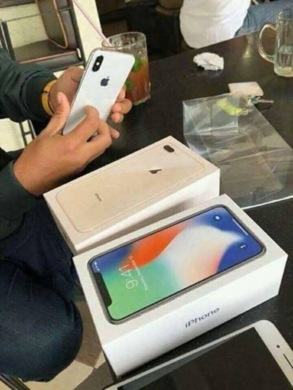 Apple iPhone in Accaoui -  FOR SALE ORIGINAL /APPLE IPHONE X 8/8X/8 PLUS/SAMSUNGS8/ S8 WATS APP CHAT: 1(609)(27537)(260)