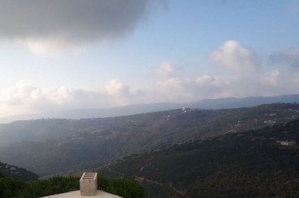 Country Houses in Mount Lebanon - 1,200 sq m villa for sale on a 2,000 sq m land in Hammana.