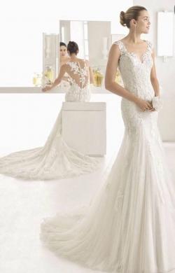 Wedding Dresses in Ain Saadeh - Brand NEW Designer Rosa Clara 'Oblicuo' Wedding dess, unique Spanish design