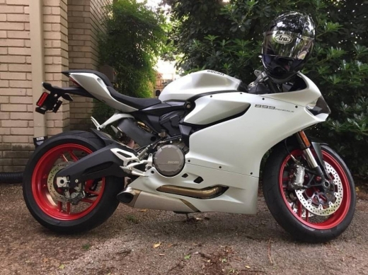 Motorbikes & Scooters in Amaret Chalhoub - 2015 Ducati Superbike 899 Panigale for Sale, Whatsapp Me:  96893410466