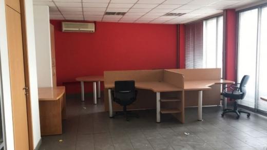 Office Space in Mansourieh - مكتب 190 م للايجار المكلس الطريق العام
