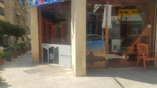 Shop in Burj Abi Haidar - محل تجاري طابقين ثلاثة واجهات زاويه للآيجار