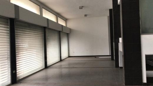 Office Space in Mansourieh - محلات صالة عرض للايجار على طريق عام المكلس 200 م