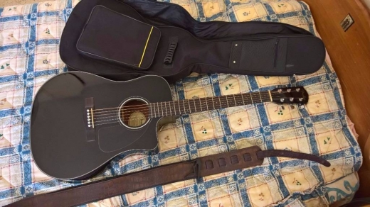 Musical Instruments & DJ Equipment in Ras-Meska - Acoustic/Electric Fender Guitar with Bag, strap,Capo and pick.
