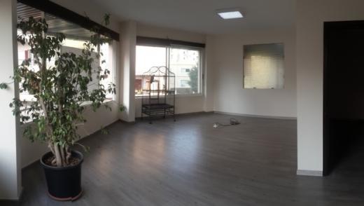 Office Space in Jdeideh - Office for rent in a prime location in Jdeideh SKY398