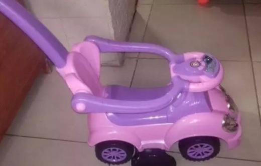 Baby & Kids Stuff in Mar Mikhael - سيارة اطفال مع موسيقى