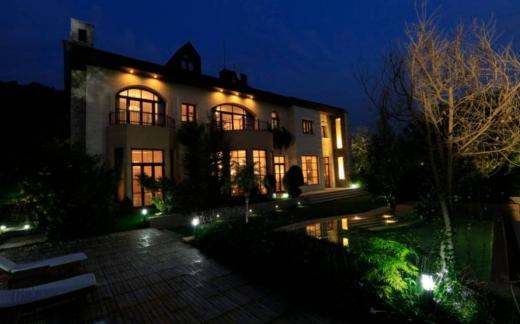 Villa in Ballouneh - Residential Masterpiece for sale in Ballouneh Park, Keserwan