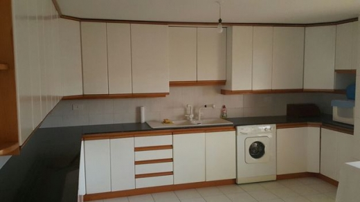 Apartment in Ballouneh - Triplex for sale in Ballouneh 300 sqm