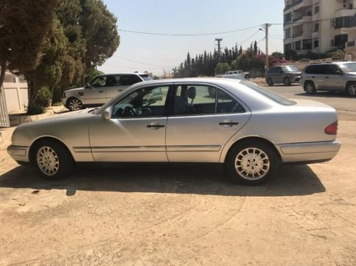 Mercedes-Benz in Al Bahsas - Mercedes E320 automatic