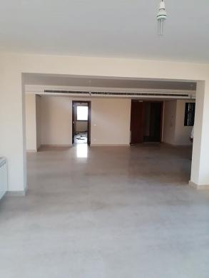Apartment in Ras-Beyrouth - شقة للبيع في كليمنصو