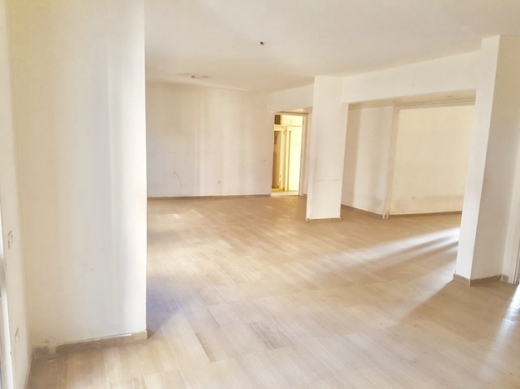 Apartment in Mar Elias - شقة للبيع ٢٧٠متر ، ٢٤٠عالسند فقط بي ٣٣٠ الف