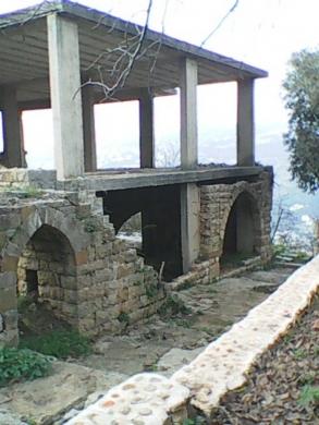Villas in Ras El Metn - Old stone house (ruin) with surrounding land منزل قديم  مبني من الأحجار القديمة في صليما