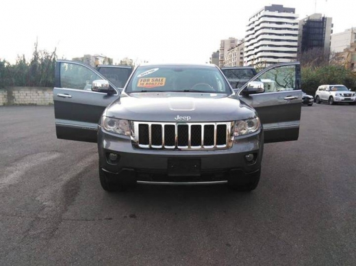 Jeep in Tripoli - Jeep grand Cherokee overland 5.7 .2012
