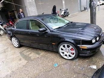 Jaguar in Jamal Abdul Nasser - سياره جاكوار اكس تيب فور