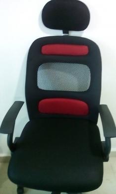 Office Furniture & Equipment in Hadeth - فرش مكتب جديد غير مستعمل مكتب و كرسي رئيسي و 6 كراسي و صوفا 3 مقاعد جلد و خزانة  600$ فقط في الحدث