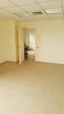 Office in Ramlet al-Baydah - A clinic/office; Beirut, Ramleh Bayda for rent