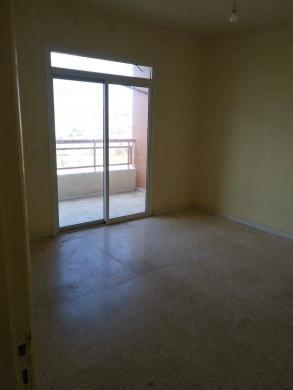 Apartments in Al Dahye - شقة للبيع بحالة جيدة - أرض جلول