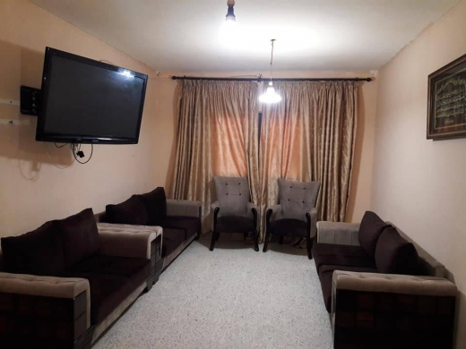 Sofas, Armchairs & Suites in Saida - صالون فخم 5 قطع بعدو جديد اسفنج اكسترا موجود بصيدا
