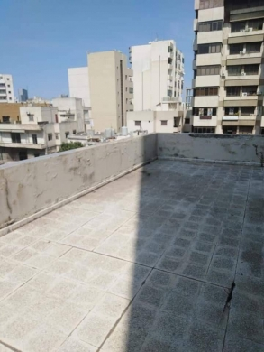 Office Space in Beirut City - مكتب محامات في منطقة حرش تابت مؤلف من 4 غرف مطبخ و حمامان مفروش