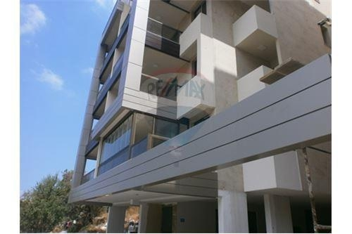 Apartments in Zekrit - Apartment for sale in Zekrit/Metn