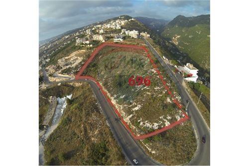Land in Halate - عقار رقم 696 للبيع في منطقة حالات