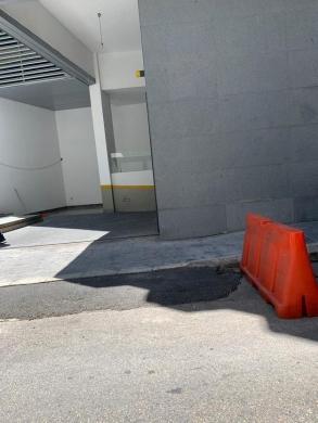 Office Space in Hamra - مكتب للبيع الحمرا بناء فخم موقف مولد ط4 مساحه 110متر
