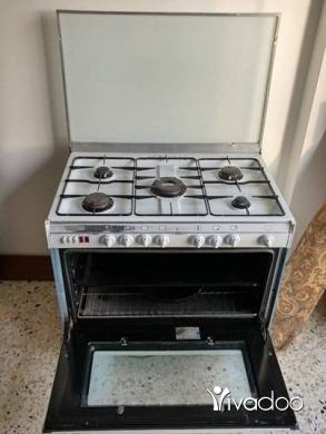 Other Ovens, Hobs & Cookers in Bchamoun - للبيع غاز 5 عيون + غرفة جلوس بحالة جيدة جداً