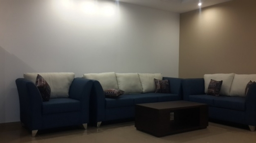 Show Room in Jdeideh - Rooms For Rent