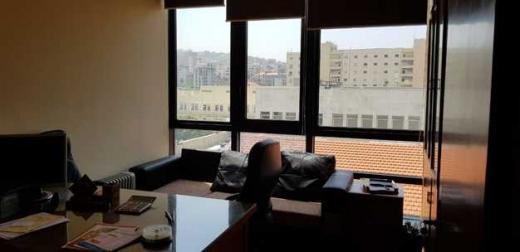 Office Space in Kaslik - مكتب للبيع في جونيه طريق عام طابق ثالث 74م ثلاث غرف موقف 150.000$