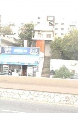 Other real estate in Halate - بيت على اوتوستراد حالات للبيع يصلح لمطعم او متجر او مستودع