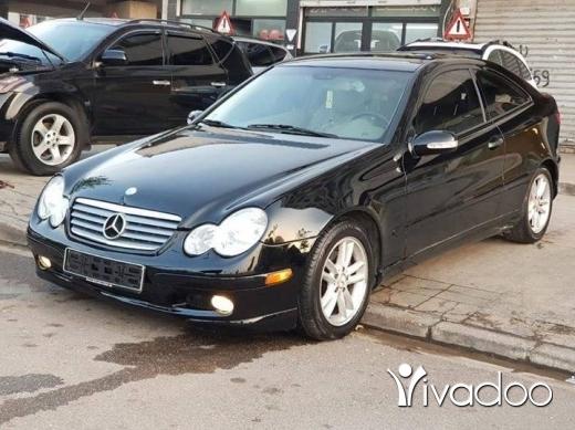 Mercedes-Benz dans Tripoli - .